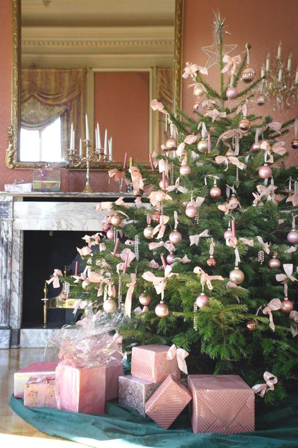 Pink Christmas Tree - Feng Shui recommends pink tree decorations for love and romance