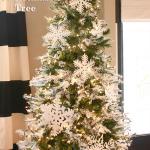 Snow Themed Christmas Tree
