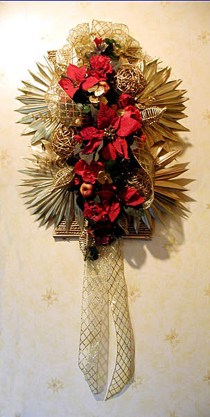 Poinsettia Wall Hanging: DIY Christmas decoration