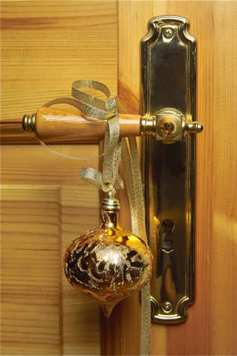 5 Quick Christmas Decorations - Ornaments on Door Handles